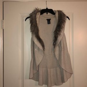 Vest with faux fur detail